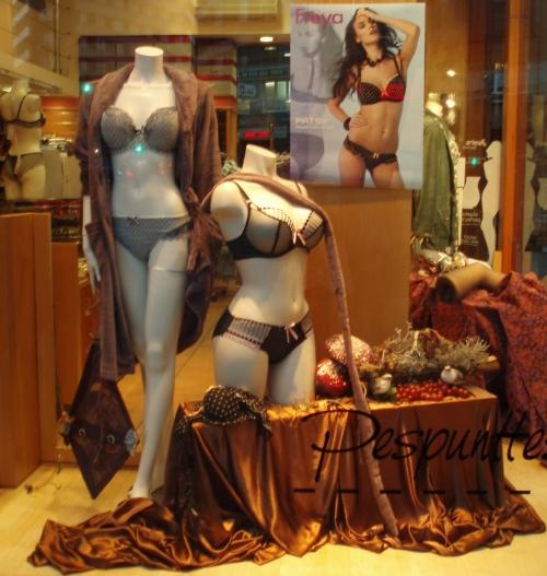 Escaparates en Pespunttes moda Intima