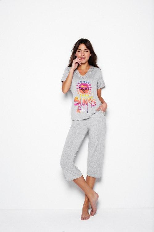 pijama gris con pantalón pirata
