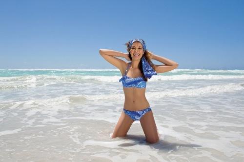 bikini bandeau estampado azul de Antigel de Lise Charmel 2013