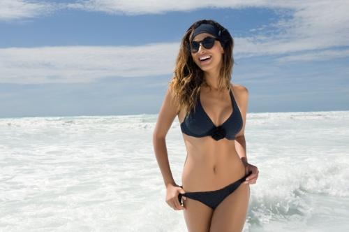 Bikini copas grandes en color negro con micro lunar