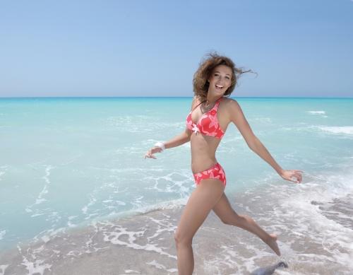 la caraibe girl_bikini_triangulo_coral