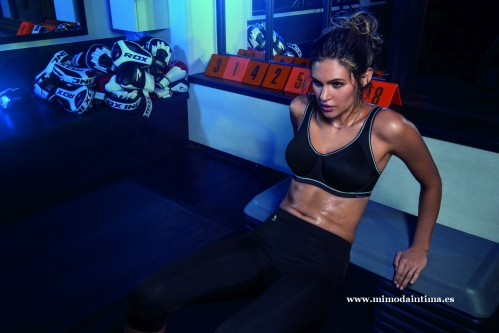FREYA-ACTIVE-SONIC-STORM-UW-MOULDED-SPORTS-BRA-AA4892-FREEDOM-BLACK-PERFORMANCE-CAPRI-PANT-AA4005-CONSUMER-PRINT-AW17_pespunttes_gijon