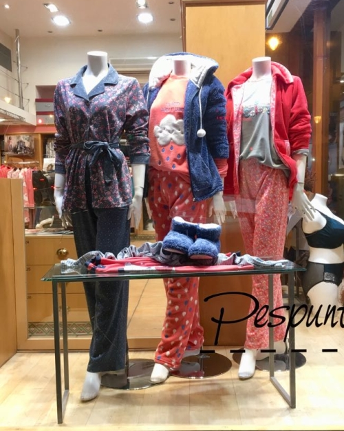 escaparate_pijamas_pespunttes_lenceria_gijon